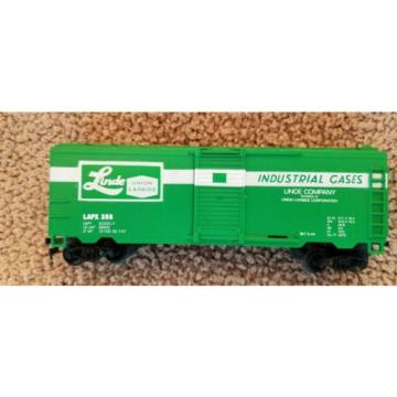 HO scale Life-Like Products Linde Company Sliding Door Green Box Car Train