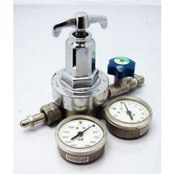 Linde Union Carbide Corporation Speciality Gases Regulator with 2 Gauges SST-316