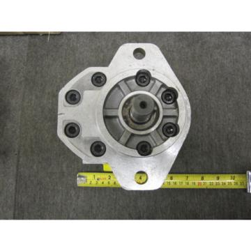NEW SAUER SUNSTRAND GEAR PUMP # SNM3/33 C107E