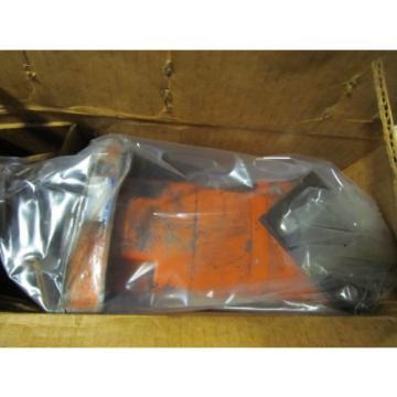 """CHARLYN HYDRAULIC MOTOR 109-1181-004 W. 1-1/4"""" SHAFT DIA.14 TOOTH SPLINE"""