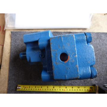 NEW PERMCO HYDRAULIC PUMP # M3000C799ADHF17-32