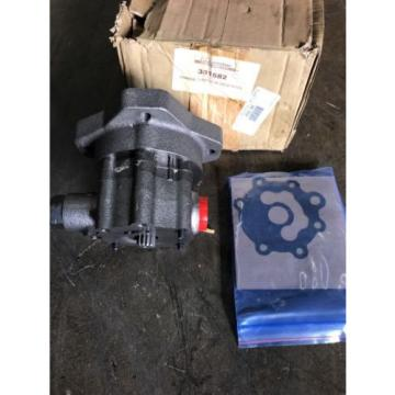 381582  JOHNSTON 4000 SWEEPER CHARGE PUMP EATON DRIVE