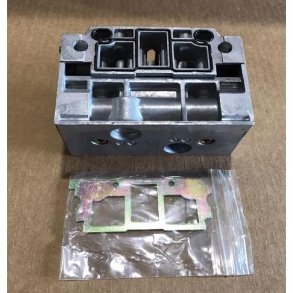 P68430 Korea Singapore Ceram Valve Subplate Rexroth/Wabco/American Standard #1 image