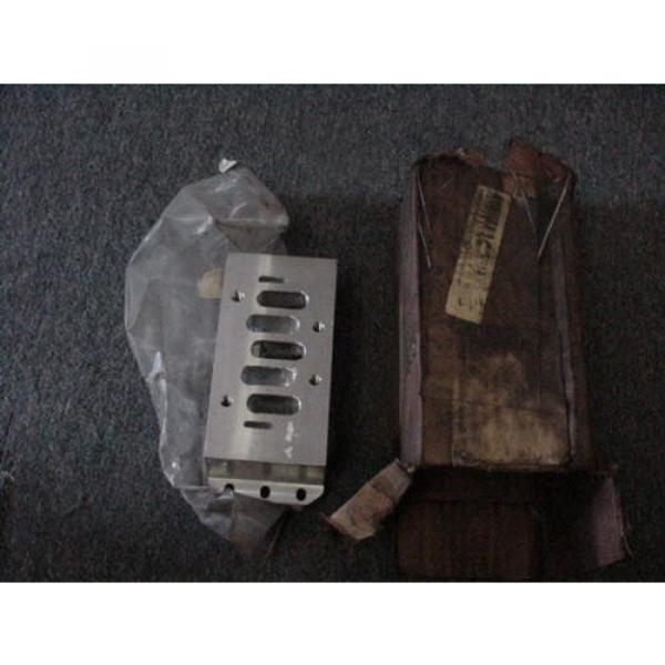 "Rexroth Italy Germany P68420 Valve Aluminum Subbase Manifold 1"" Female NPT MH NEW #1 image"