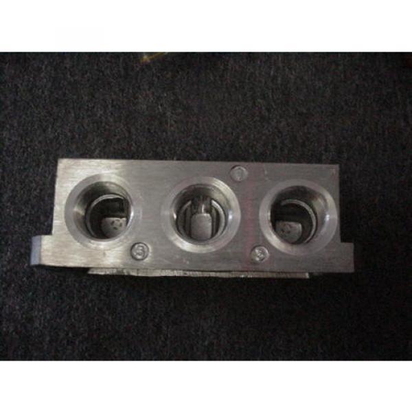 "Rexroth Italy Germany P68420 Valve Aluminum Subbase Manifold 1"" Female NPT MH NEW #2 image"