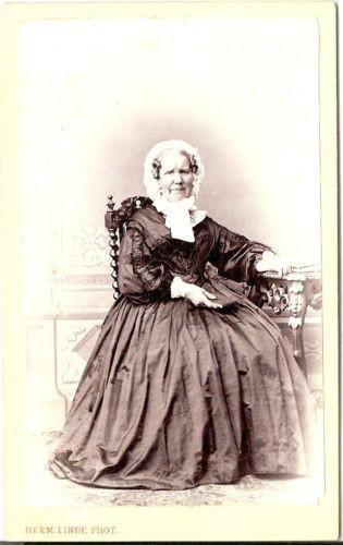 Herm. Linde CDV photo Feine Dame / benannt - Lübeck / Schwartau 1870er