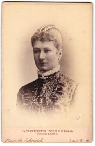 Fotografie Linde & Scheurich, Berlin, Portrait Kaiserin Auguste Victoria 1888