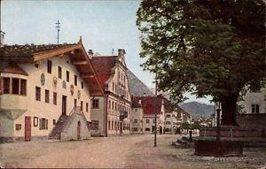 Ak Reutte in Tirol, Hauptstraße mit Rathaus und historischer Linde - 1242104