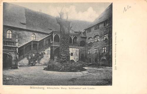 Nuernberg Koenigliche Burg, Schlosshof mit Linde Castle Chateau