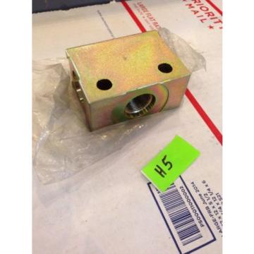 New OEM Genuine Komatsu Excavator Hydraulic Block 20E-62-K1940 Fast Shipping!