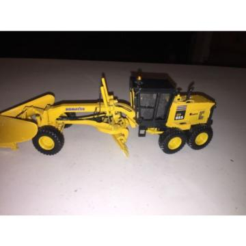 2005 First Gear Komatsu GD 655 Grader W/plow Diecast Toy Construction