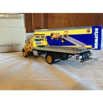 First Gear 1:34 International Truck Slide Back Komatsu Equipment