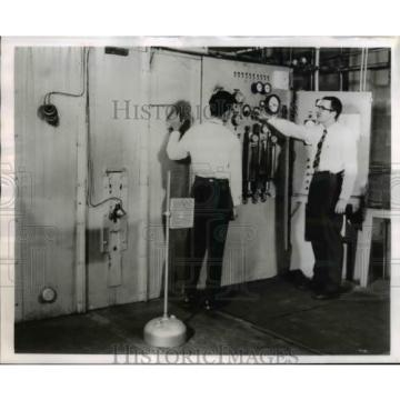 1959 Press Photo Two Linde engineers control High Current DC Arc Torch