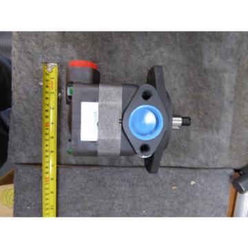 NEW VICKERS VANE PUMP V20-6E13K-20B11 POWER STEERING PUMP