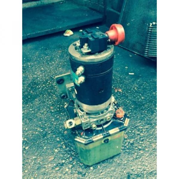 Electric Hydraulic Pump & Reservoir  from 1994 Linde L14 Fork Lift. Breaking. #1 image