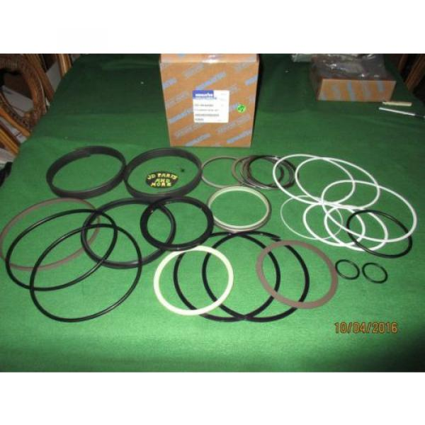 NEW OEM KOMATSU EXC BUCKET CYL SEAL KIT 707-99-68560 120 MM X 185 MM MODELS BEL #1 image