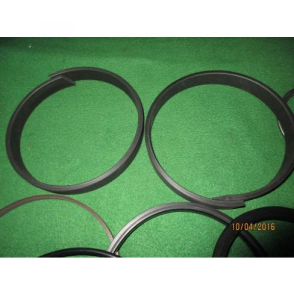 NEW OEM KOMATSU EXC BUCKET CYL SEAL KIT 707-99-68560 120 MM X 185 MM MODELS BEL #2 image